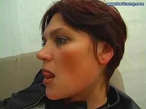 Amateur mature mother seducing..