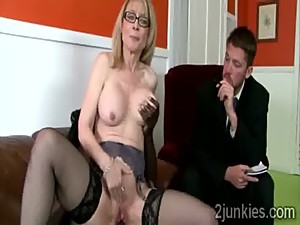 Slutty glasses MILF in stockings mounts..
