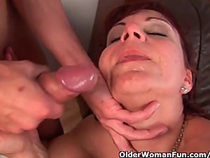 Mature mom gets her gaping pussy muscle..