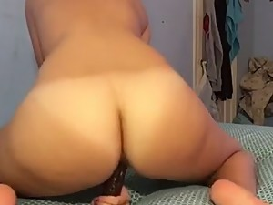 White girl with a fat ass and her dildo